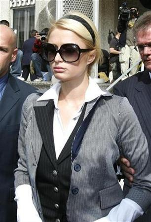 Paris Hilton leaves the Los Angeles Municipal Court May 4, 2007. The Internet was abuzz with rival petitions on Tuesday from fans and foes of jail-bound heiress Paris Hilton alternately asking California Gov. Arnold Schwarzenegger to pardon her or make sure she serves her time. REUTERS/Mario Anzuoni