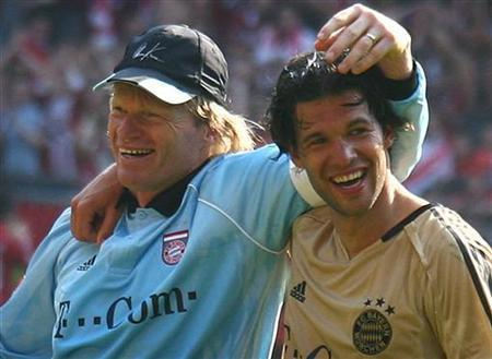 Bayern Munich goalkeeper Oliver Kahn and former team mate Michael Ballack (R) seen in this file photo in Kaiserslautern, May 6, 2006. German sex shop chain Beate Uhse must pay Ballack and Kahn 50,000 euros (34,000 pounds) each for using their names for vibrators without permission, the company said on Monday. REUTERS/Kai Pfaffenbach