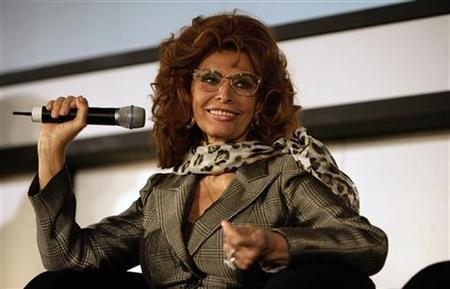 Sophia Loren smiles during a news conference in central London November 16, 2006. A striptease by 72-year-old actress Loren could be one of the more outrageous ways that Napoli fans will celebrate if the team are promoted to the Italian top flight this season. REUTERS/Dylan Martinez