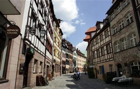 General view of an old street in the inner city of the Bavarian city of Nuremberg, May 9, 2006. A naked American tourist raised eyebrows when he went for a walk through a German city and told police he thought this was acceptable behavior in Germany. REUTERS/Alexandra Winkler