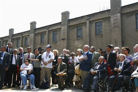 American veterans and their relatives gather at the site of the prisoner of war camp where they were held by Japanese forces during the World War Two, in Shenyang, northeast China's Liaoning province May 21, 2007. They returned to the site as to commemorate China's decision to turn the cluster of brick buildings into a museum. REUTERS/Stringer