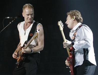 Sting and guitarist Andy Summers (R) perform during the opening concert of the Police Reunion Tour in Vancouver, British Columbia, May 28, 2007. REUTERS/Andy Clark