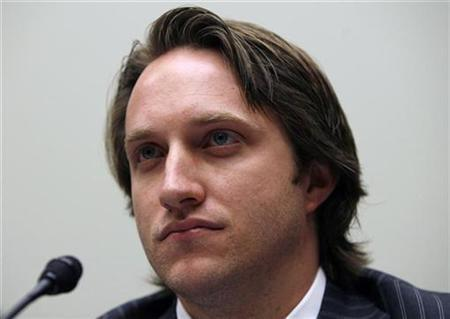 Chad Hurley (R), CEO and co-founder of YouTube speaks in Washington May 10, 2007. Google Inc.'s YouTube has agreed to a breakthrough deal with major music label EMI Group Plc to give users of YouTube's video sharing site broad access to music videos by EMI artists. REUTERS/Kevin Lamarque