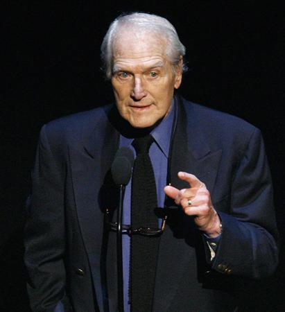 Actor and founder of the ''Hole in the Wall Camps'' program Paul Newman speaks at the ''Singers and Songs Celebrate Tony Bennett's 80th concert'' at the Kodak theatre in Hollywood, California, in this November 9, 2006 file photo. Newman is giving $10 million to Kenyon College, the Ohio school from which he graduated, to establish its single largest scholarship fund. REUTERS/Mario Anzuoni/Files (UNITED STATES)