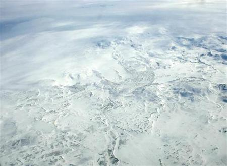 An aerial picture shows part of Europe's biggest glacier Vatnajokull, in south-eastern Iceland, in this April 16, 2007 file photo. REUTERS/Stoyan Nenov