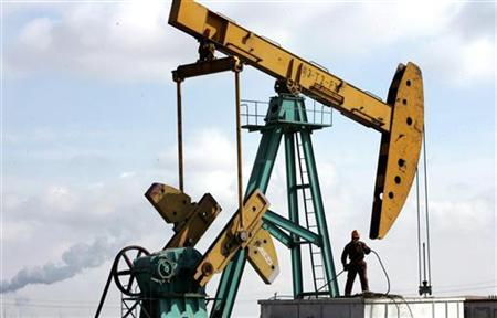 An oil production station in a file photo. Oil slid towards $69 on Tuesday with the focus on increasing shipments of North Sea crude next month and improving gasoline stocks in top consumer the United States. REUTERS/Jason Lee