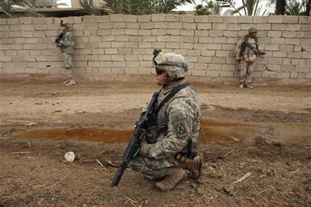 U.S. soldiers from 2nd Brigade,10th Mountain Division, and an Iraqi soldier (R) take part in a search operation for three missing soldiers in Rashdimullah district in Baghdad in this file photo from May 17, 2007. New research suggests that an outbreak of wound and bloodstream infections among U.S. service members in Iraq was acquired at contaminated field hospitals, not on the battlefield. REUTERS/Stringer