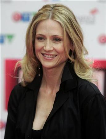 Canada media mogul set to marry actress Kelly Rowan | Reuters