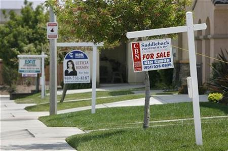 Homes for sale in California, May 2, 2007. Although existing homes are selling at their slowest pace in four years, most Americans are confident their homes are worth more now than they were a year ago, according to a survey released on Thursday. REUTERS/Mark Avery