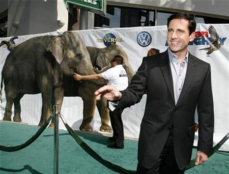 Cast member Steve Carell arrives at the premiere of ''Evan Almighty'' at Gibson Amphitheatre in Universal City, California, June 10, 2007. The movie opened at No. 1 with an estimated three-day haul of $32.1 million, said distributor Universal Pictures on June 24. REUTERS/Mario Anzuoni
