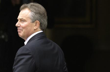 Tony Blair leaves 10 Downing Street in London June 27, 2007. The Middle East negotiating Quartet appointed the controversial figure of Tony Blair, who helped to invade Iraq, as its representative on Wednesday, hours after he quit as prime minister. REUTERS/Kieran Doherty (BRITAIN)