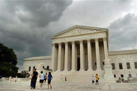 Storm clouds gather over the U.S. Supreme Court building in Washington, June 27, 2005. A bitterly divided Supreme Court ruled on Thursday that race cannot be used to decide where students go to school, one of the most important civil rights rulings in years that could affect millions of students nationwide. REUTERS/Jonathan Ernst