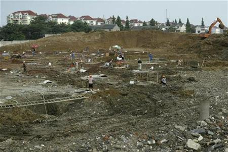 Labourers work at the construction site of an IKEA branch in Nanjing, east China's Jiangsu province, July 3, 2007.About 10 ancient tombs dating back nearly 1,800 years have been destroyed by construction workers building an IKEA branch in Nanjing in southeastern China, a city newspaper said on Tuesday. REUTERS/Sean Yong