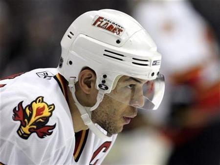 Calgary Flames right wing Jarome Iginla waits for a face off during the second period of the Flames' NHL hockey game against the MInnesota Wild in St. Paul, Minnesota, in this file photo from March 29, 2007. Calgary Flames signed Iginla and defenseman Robyn Regehr to lucrative, five-year contract extensions on Wednesday. REUTERS/Eric Miller