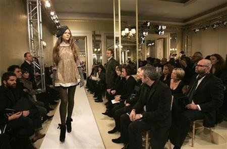 A model presents a creation for Marc Jacobs' 2007 Autumn/Winter collection during London Fashion Week in this February 16, 2007 file photo. Girls aged under 16 should be banned from catwalk modelling to protect them from eating disorders and sexual exploitation, a panel of fashion and health experts said on Wednesday. REUTERS/Luke MacGregor