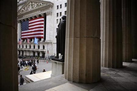 A view of the New York Stock Exchange in New York April 18, 2007. REUTERS/Eric Thayer (UNITED STATES)