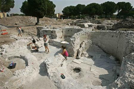 Archaeologists work on the ruins of a recently discovered 2nd century villa in Rome July 24, 2007. Excavations led archaeologists to uncover remains of a lavish villa, complete with its own network of baths, believed to have belonged to an extremely wealthy businessman, prominent in the high society of ancient Rome. REUTERS/Max Rossi
