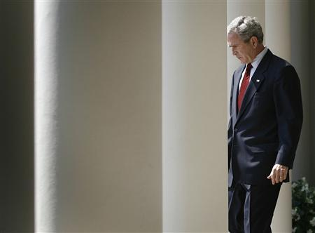 U.S. President George W. Bush walks down the Colonnade of the West Wing at the White House August 2, 2007, before making remarks to the media in the Rose Garden. REUTERS/Jason Reed