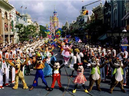 8月5日、米フロリダ州オーランドにあるウォルト・ディズニーの娯楽施設「ウォルト・ディズニー・ワールド」が入場料を引き上げたことが明らかに。写真は1996年10月撮影(2007年 ロイター)