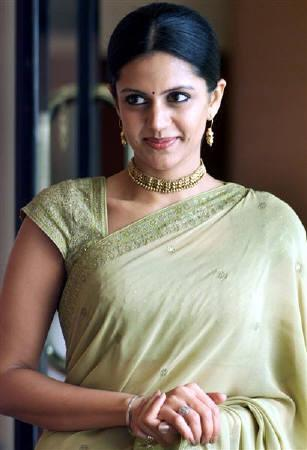 Television anchor and actress Mandira Bedi is seen in Mumbai, in this July 10, 2003 file photo. Bedi stars in Indian filmmaker Rajeev Nath's remake of ''Casablanca'' which swaps the Rick's Cafe of the Oscar-winning classic for a restaurant in south India, and the World War Two backdrop for the ethnic conflict in Sri Lanka. REUTERS/Roy Madhur