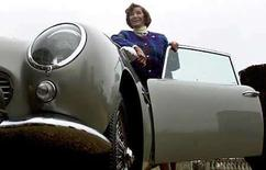 <p>Foto de archivo de la actriz Lois Maxwell, en Londres, 30 sep 2007. Lois Maxwell, la actriz de origen canadiense que fue para muchos admiradores la mejor señorita Moneypenny en las películas de James Bond, murió en Australia Occidental a los 80 años, informó el domingo la BBC. La cadena de noticias dijo que Maxwell, que mantuvo una relación platónica con Bond en 14 películas desde 'Dr. No', en 1962, hasta 'Panorama para matar', había muerto en el Hospital de Fremantle tras sufrir un cáncer. Photo by Kieran Doherty/Reuters</p>