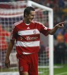 <p>Klose do Bayern de Munique comemora gol contra Energie Cottbus em Munique. 26 de setembro. O atacante Miroslav Klose não deve participar das partidas da seleção alemã contra a República Tcheca e a Irlanda pelas eliminatórias da Eurocopa de 2008 por causa de uma lesão no joelho. Photo by Michael Dalder</p>
