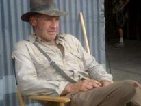 <p>Ator Harrison Ford no estúdio durante as filmagens do novo filme 'Indiana Jones'. Computadores e fotografias relacionados à esperada nova produção de 'Indiana Jones', de Steven Spielberg, foram roubados recentemente, segundo a edição desta quarta-feira do Los Angeles Times. Photo by Reuters (Handout)</p>