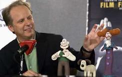 <p>La pareja de plastilina más famosa del mundo Wallace y Gromit volverá a trabajar en un nuevo cortometraje, el primero desde que ganó un Oscar. El intrépido inventor y su fiel perro protagonizarán el filme de media hora 'Trouble at Mill' (Problemas en el molino) sobre los intentos del dúo de gestionar una panadería, dijo su creador Nick Park (en la foto) en un video publicado en su página de internet. Photo by Mike Cassese/Reuters</p>