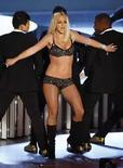 <p>Drogas, bebidas, desastres, la industria el pop es más indulgente que la mayoría de los artistas cuyas vidas se descarrilan. Pero el planificado regreso de Britney Spears (en la foto), justo cuando su vida se precipita fuera de control, dependerá de la música y su habilidad para volver al camino, dijeron el martes expertos de la cultura pop. Photo by Robert Galbraith/Reuters</p>