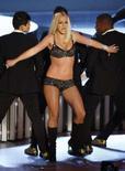 <p>Britney Spears se apresentando no MTV Video Music Awards em Las Vegas. 9 de setembro. Britney saiu derrotada na tentativa de recuperar a guarda de seus dois filhos pequenos. A Justiça dos EUA ordenou que as crianças permaneçam sob os cuidados exclusivos de seu ex-marido. Photo by Robert Galbraith</p>