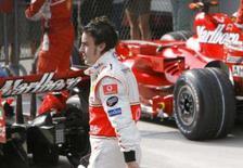 <p>Alonso afirma que título da F1 foi decidido fora das pistas. Fernando Alonso acredita que a disputa pelo título mundial deste ano na Fórmula 1 terminou quando os fiscais de pista decidiram não punir seu companheiro de equipe na McLaren no Grande Prêmio do Japão. 6 de outubro. Photo by Nir Elias</p>