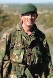 <p>El príncipe Guillermo, segundo en la sucesión al trono de Inglaterra, dijo el sábado que estaba 'profundamente triste' tras conocer que su mentor en la escuela de entrenamiento del Ejército murió en Afganistán. El comandante Alexis Roberts (en la foto), perteneciente a los Royal Gurkha Rifles, murió el jueves en el sur de Afganistán luego de que su caravana fuera alcanzada por un aparato explosivo. Photo by Reuters (Handout)</p>