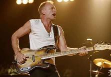 <p>El grupo de rock The Police canceló dos fechas de su gira de regreso por problemas con la voz de Sting (en la foto), líder de la banda, dijeron organizadores el martes. El trío, que retornó al circuito de giras luego de más de 20 años, debía hacer un segundo concierto el martes en Amberes, Bélgica, y el miércoles en la ciudad alemana de Mannheim. Photo by Lucas Jackson/Reuters</p>