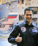 <p>O astronauta malaio xeique Muszaphar Shukor posa para foto em conferência, no Cazaquiatão. Photo by Denis Sinyakov</p>