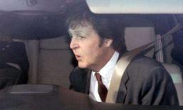 <p>O ex Beatle Paul McCartney chega ao tribunal, em Londres. Paul e sua ex-mulher Heather Mills chegaram a um tribunal nesta quinta-feira em meio a especulações de que a batalha envolvendo seu divórcio esteja perto do fim. Photo by Toby Melville</p>