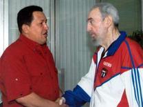 <p>O líder cubano, Fidel Castro, recebeu no sábado durante mais de quatro horas o presidente da Venezuela, Hugo Chávez, segundo a TV estatal de Cuba. Mas, diferentemente de ocasiões anteriores, a televisão não mostrou imagens do encontro. Photo by Reuters (Handout)</p>