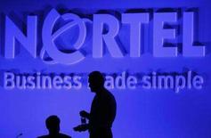 <p>Silueta do presidente executivo da Nortel, Zafirovski, em Toronto. A Nortel pagará 35 milhões de dólares em um acordo com a comissão de valores mobiliários dos EUA, que acusa a empresa canadense de ter fraudado sua contabilidade para atingir as expectativas. Foto de Arquivo. Photo by J.P. Moczulski</p>