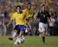 <p>Kaká chuta com categoria para marcar o terceiro gol do Brasil na vitória de 5 x 0 sobre o Equador, na quarta-feira, no Maracanã. Photo by Sergio Moraes</p>