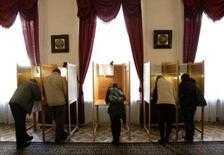 <p>Eleitores poloneses votam em embaixada em Londres, 21 de outubro. Photo by Luke Macgregor</p>