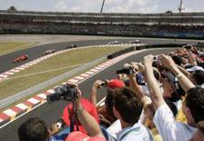 <p>O autódromo de Interlagos continuará sediando o Grande Prêmio de Fórmula 1 até 2014, em acordo realizado entre a Prefeitura de São Paulo e a Formula One Management (FOM) neste domingo, informou um comunicado no site do GP Brasil. Foto da pista de Interlagos, 21 de outubro. Photo by Paulo Whitaker</p>