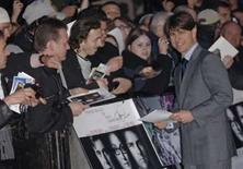<p>Ator norte-americano Tom Cruise posa para fotos antes da estréia mundial do filme 'Lions for Lambs', em Londres, na segunda-feira. Photo by Anthony Harvey</p>