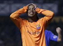 <p>O atacante brasileiro do Barcelona Ronaldinho lamenta chance desperdiçada em partida contra o Rangers pela Liga dos Campeões, na terça-feira. Photo by David Moir</p>
