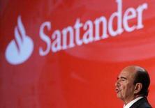 <p>Emilio Botin, presidente do conselho do Santander, fala durante reunião dos acionistas na cidade de Santander, Espanha. O Santander divulgou nesta quinta-feira uma alta de 33 por cento no lucro líquido dos primeiros nove meses do ano, superando expectativas do mercado. Photo by Stringer</p>
