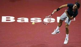 <p>Roger Federer se classificou sem sustos para as quartas-de-final do torneio suíço na Basiléia nesta quinta-feira ao passar pelo argentino Juan Martin del Potro por 6-1 e 6-4. Foto de Federer em Basel, 25 de outubro. Photo by Vincent Kessler</p>