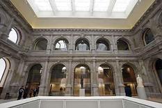 <p>El Museo del Prado, que alberga en Madrid una de las mejores colecciones de arte del mundo, ha conseguido finalmente la clase de espacio nítido y moderno que merecen viejos maestros como Goya, Velázquez y El Greco. La pinacoteca inaugura el martes una nueva ampliación, que añade un 50 por ciento más de espacio y más luz natural después de una década de ambiciosas obras que incluyeron una necesitada renovación de las galerías existentes. Photo by Andrea Comas/Reuters</p>