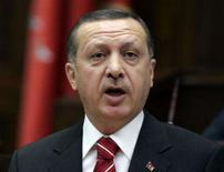 <p>O presidente dos Estados Unidos, George W. Bush, e o premiê da Turquia, Tayyip Erdogan (foto), vão discutir em uma reunião em Washington na semana que vem formas de combater os rebeldes curdos no norte do Iraque, disse a Casa Branca na terça-feira. Foto em Ancara, 30 de outubro. Photo by Umit Bektas</p>