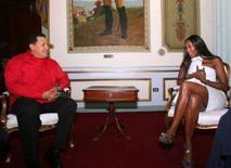 <p>Famosa nas passarelas da moda e conhecida por seu ativismo no setor humanitário, a modelo britânica Naomi Campbell disse, depois de uma longa reunião com o presidente da Venezuela, Hugo Chávez, estar 'impressionada' com a situação do país latino-americano. 30 de outubro. Photo by Reuters (Handout)</p>