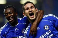 <p>Jogador do Chelsea Frank Lampard (direita) comemora com o companheiro de equipe Shaun Wright-Phillips após marcar um de seus três gols na vitória de 4 x 3 sobre o Leicesterr City na Copa da Liga Inglesa, na quarta-feira. Photo by Dylan Martinez</p>