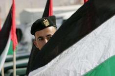 <p>Centenas de membros de uma força de segurança palestina chegaram a Nablus, na sexta-feira, cumprindo o primeiro estágio de um esforço apoiado pelo Ocidente para reprimir milícias na Cisjordânia ocupada, antes de uma conferência de paz com Israel. Photo by Mohamad Torokman</p>