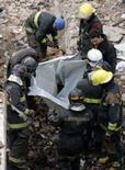 <p>Um avião de pequeno porte caiu neste domingo sobre residências na zona norte da cidade de São Paulo, matando pelo menos oito pessoas e ferindo outras duas. Photo by Paulo Whitaker</p>